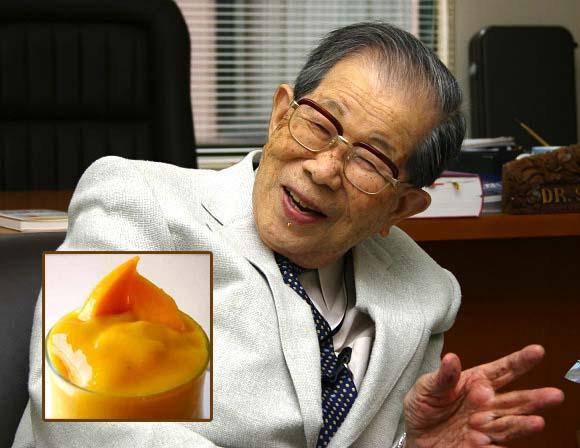 Ezt teszi a narancslébe a világ legidősebb orvosa! Elárulta a hosszú élet 11 titkát!