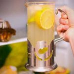 Ez történik a testeddel, ha rászoksz a citromos vízre. 11 élettani hatás