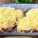 Egy csirkemell, 100 g reszelt sajt, 1 paradicsom, ebből lesz a világ legfinomabb étele!