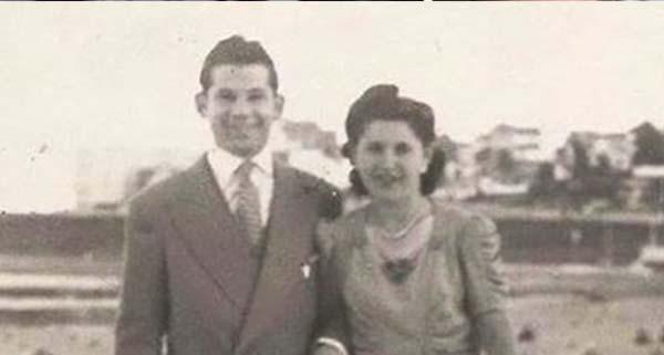 69 év házasság után együtt feküdtek le és hunytak el. De amikor meglátták a férfi kezét, nem tudták abbahagyni a sírást.