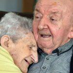 """""""Mindig édesanya maradsz!"""" A 98 éves anyuka az idősek otthonában élő 80 éves fiához költözött, hogy gondoskodni tudjon róla"""