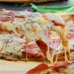 Kitört a hiszti a világon: ezt a 10 perces pizzát süti mindenki
