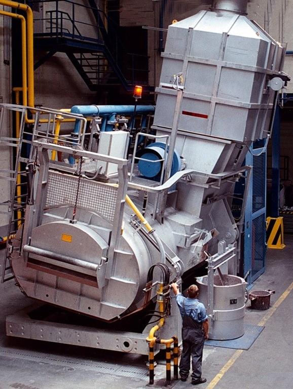 01-tilting arc furnace-tapping operation-tilting crucible furnace