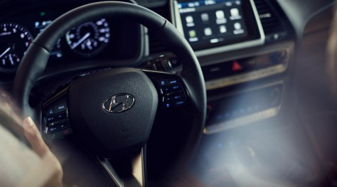 Steering wheel and touchscreen display in 2018 Hyundai Sonata