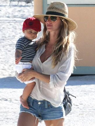 Camisa branca + jeans + chapéu