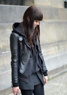 jaqueta de couro com capuz