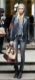 coturno com jeans preto skinny e jaqueta de couro