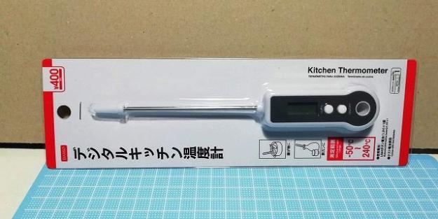 ダイソーのデジタルキッチン温度計。400円商品です。
