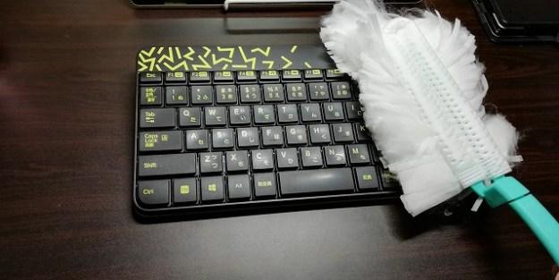 キーボードの埃や塵もササッと掃除できます。