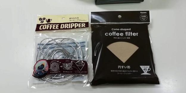 左…折りたたみコーヒードリッパー、右…円錐形のフィルター!