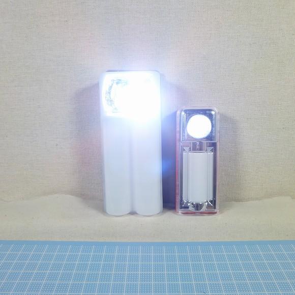 小型版との比較。懐中電灯モード。