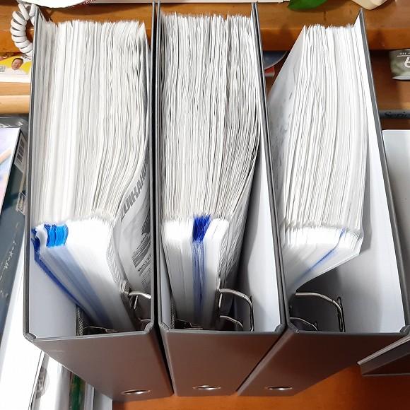 約100枚のリングファイルを収納しています。