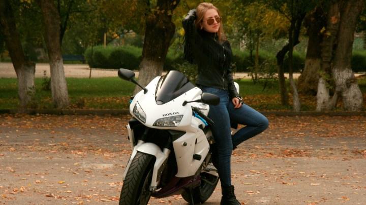 Équipement Moto Femme (2019) : Le nécessaire pour débuter à moto