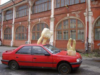 Санкт-Петербург. Манифеста 10. Инсталляция на улице.