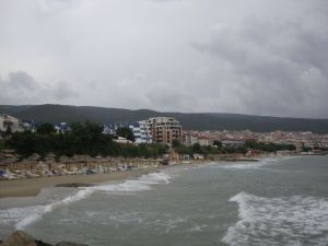 Святой Влас. Пляж в пасмурный день.
