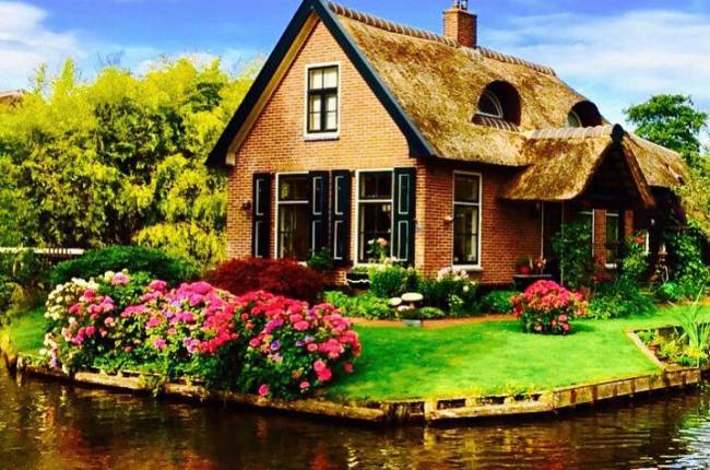 giethoorn-magical-village-holland