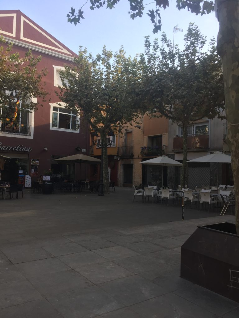 Courtyard cafés in the town