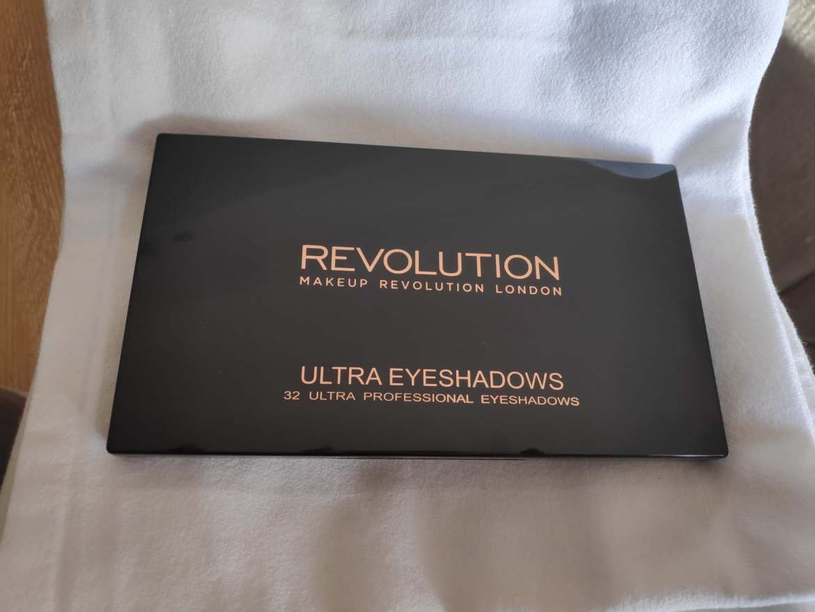 REVOLUTION AFFIRMATION PALETTE PACKAGING