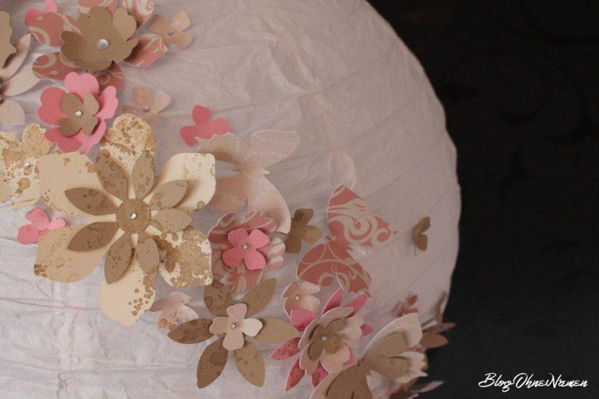 diy-papierlampe-mit-stempeln-und-stanzteilen-aus-papier-dekorieren-1