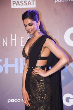 Deepika Padukone in Sexy Black Saree at Van Heusen + GQ Fashion Nights 2017