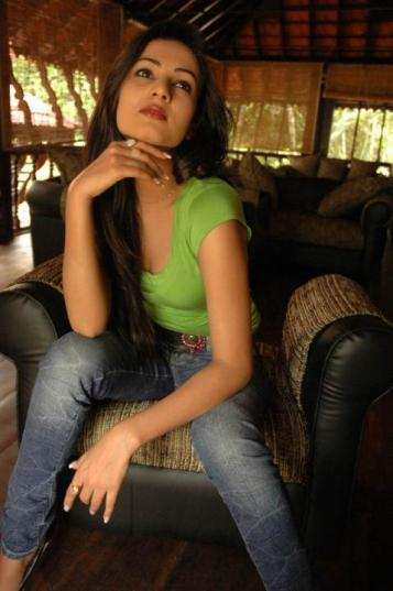 Sonal-Chauhan-Tight-Green-Top-Denim-Jeans (103)