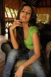 Sonal-Chauhan-Tight-Green-Top-Denim-Jeans (105)