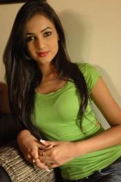 Sonal-Chauhan-Tight-Green-Top-Denim-Jeans (127)