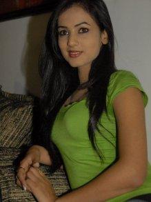 Sonal-Chauhan-Tight-Green-Top-Denim-Jeans (24)