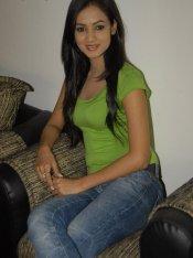 Sonal-Chauhan-Tight-Green-Top-Denim-Jeans (27)