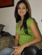 Sonal-Chauhan-Tight-Green-Top-Denim-Jeans (28)