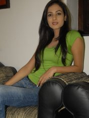Sonal-Chauhan-Tight-Green-Top-Denim-Jeans (30)