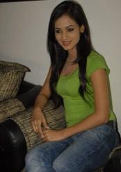 Sonal-Chauhan-Tight-Green-Top-Denim-Jeans (34)