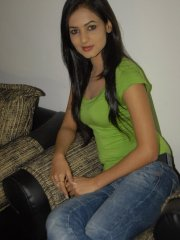 Sonal-Chauhan-Tight-Green-Top-Denim-Jeans (4)