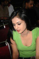Sonal-Chauhan-Tight-Green-Top-Denim-Jeans (53)