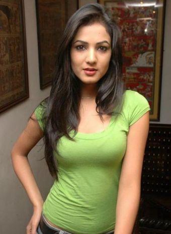Sonal-Chauhan-Tight-Green-Top-Denim-Jeans (58)