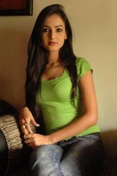 Sonal-Chauhan-Tight-Green-Top-Denim-Jeans (84)