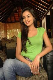 Sonal-Chauhan-Tight-Green-Top-Denim-Jeans (91)