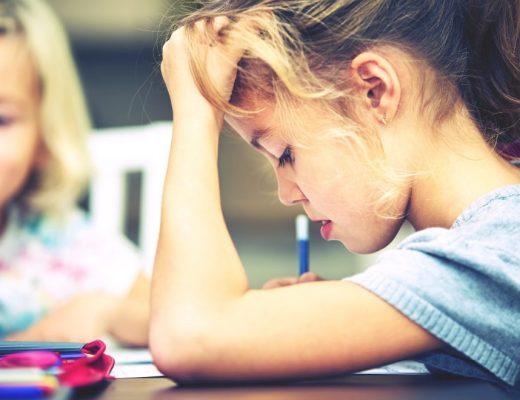 kids aan hun huiswerk