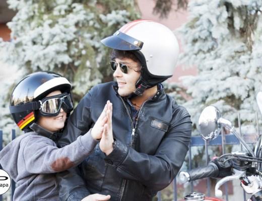 Vader en zoon op de motor