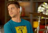 João (Gabriel Barreto), um estudante de Direito de classe média, que vê na banda a possibilidade de desabafar e também tentar motivar e inspirar sua mãe, que tem sérios problemas emocionais.