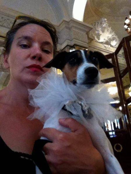 阿曼達和自己的愛犬締結連理