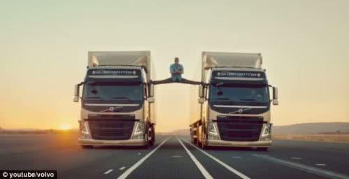 尚克勞范達美為富豪卡車拍攝廣告的動作