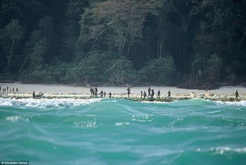 北森蒂納爾島神秘部落的土著