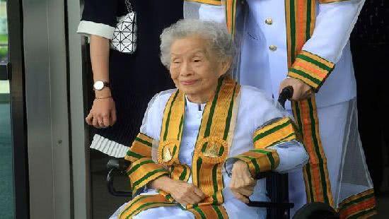 91歲泰國老奶奶大學畢業