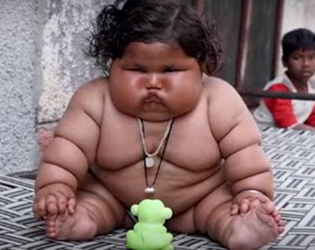 每天要吃48頓飯的印度女嬰