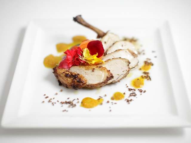 APERTURA-alta-cucina-con-i-fiori_640