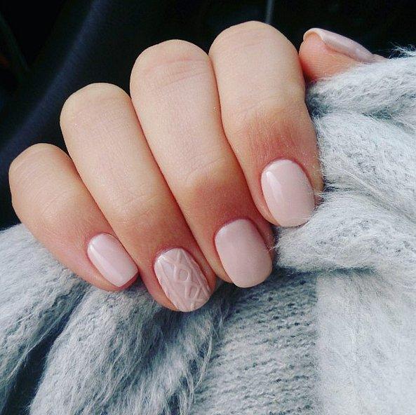 nail-art-con-smalto-rosa-chiaro.jpg