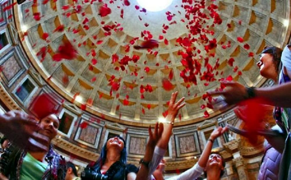 pioggia petali pantheon-2.jpg
