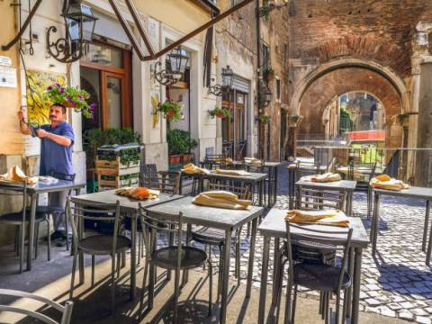 A traditional Italian restaurant in the center of Rome, in Portico D'Ottavia, in the ancient Jewish ghetto. Italian cuisine is still one of the most appreciated and loved gastromies in the world, with the accent on high quality and regional products.