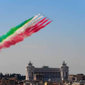 The Italian Air Force aerobatic unit Frecce Tricolori (Tricolor Arrows) spreads smoke with the colors of the Italian flag over the city of Rome on June 2, 2019 as part of the Republic Day celebrations. (Photo by Vincenzo PINTO / AFP) (Photo by VINCENZO PINTO/AFP via Getty Images)